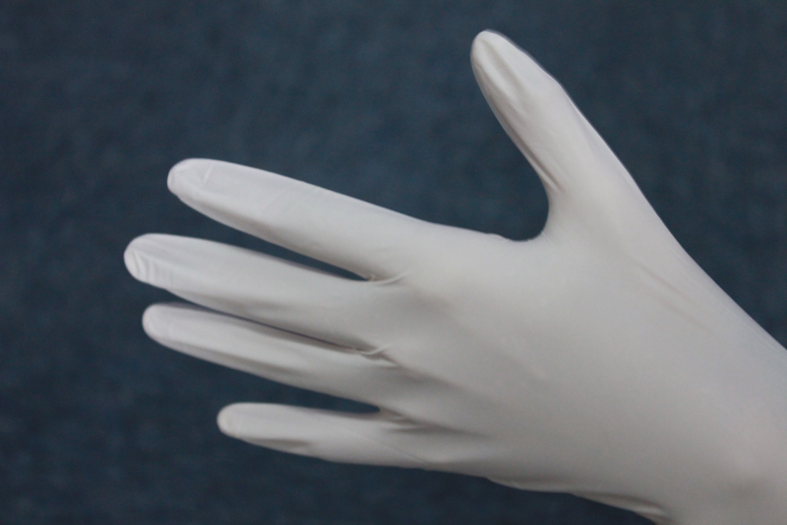 The Latest Top Quality Cheap Price 9 inch Disposable white Nitrile Gloves 100% Powder Free Nitrile Gloves